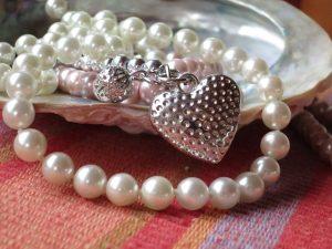 beautiful pearls jewelry for raksha bandhan