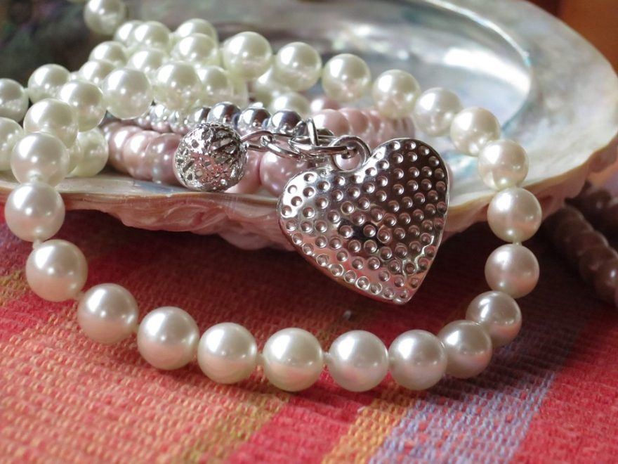 beautiful pearls jewelry for raksha bandhan