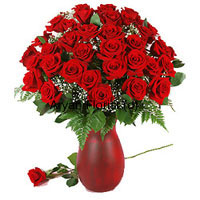 productFlaunting the richness of red, this bunch of 40 red roses specially arranged in a glass vase makes for an exquisite gift. Add to it fresh seasonal fillers and you have a gift you can never go wrong with. Grace occasions such as birthday, anniversary, baby shower and weddings with these roses. Easy to display and care for, the roses remain as fresh as they arrived for days to come.