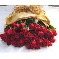 productThis gorgeous bunch of 50 red roses is put together in a simple but charming fashion. Wrapped with beautiful wrapping around that holds the roses, this bunch is classy, elegant and minimal. Present it to your loved ones on occasions such as anniversaries, birthdays, baby showers or even as a welcome-back gift. This bunch is sure to beautify your loved ones day and house.