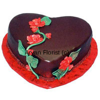 The exemplary Romeo and Juliet cake! Revealing love through chocolates and red flowers has been the most primitive way, and this is a nerve stimulant cake expressing love. Adorned with red flowers and green stem, the heart shaped chocolate truffle cake appears contemporary keeping the old tradition of expressing love absolutely alive. It is available in 1 kg (2.2lb) and perfect for any occasion full of warmth, affinity and intimacy. Hurry up and place your order!