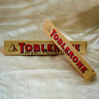 The rich pyramid shaped chocolates are omnipresent with similar packing that it had aeons ago; nevertheless, the chocolate never seizes to surprise you with its taste. The crunch in between each bite and the way the pyramids are divided among siblings is the best part of eating a Toblerone. The shape of this chocolate still fascinates the children , not leaving the taste which is praiseworthy. So place your order for these two bars of Toblerone.